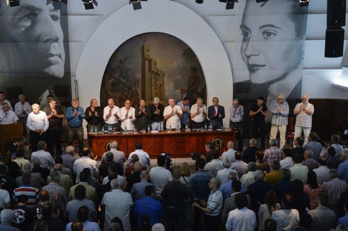 Moyano encabezó un plenario de más de 140 sindicatos.