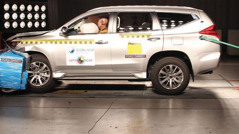 La Mitsubishi Montero Sport también fue probada y alcanzó 5 estrellas