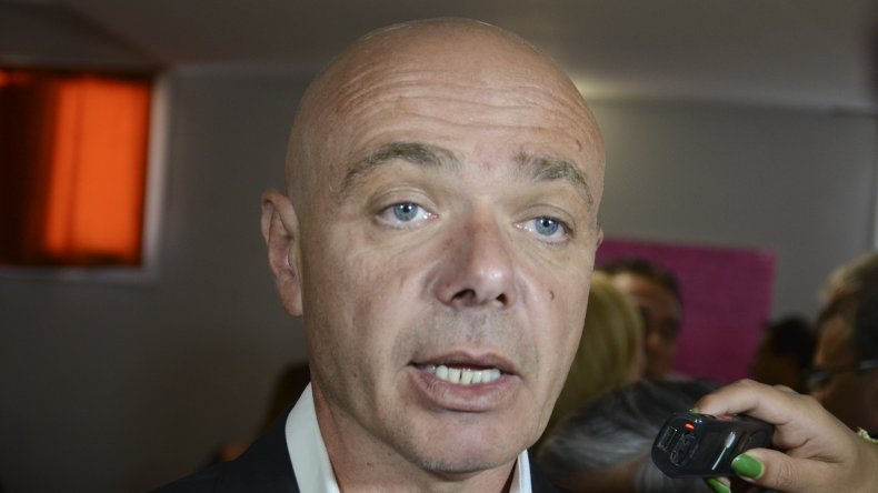 El ministro de Salud sostuvo que se conversa  con los cirujanos para destrabar el conflicto