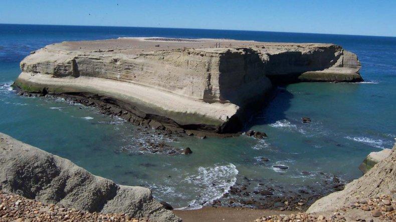 La franja costera de Santa Cruz presidida por el Monte León