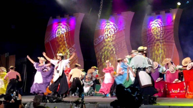 El festival comprende números musicales y de baile.