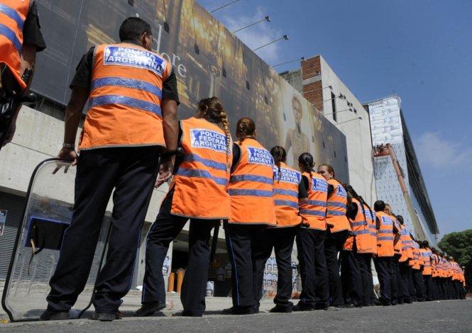 Policías federales pasarán a la órbita de la Metropolitana para cuidar la seguridad de los porteños.