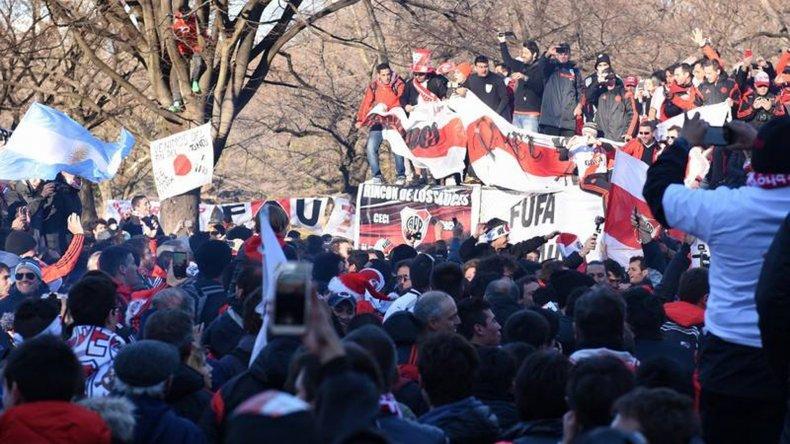 Miles de hinchas de River coparon ayer el parque Yoyogi de Tokio en otro banderazo