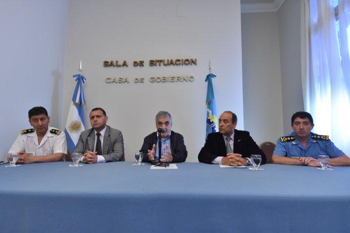 La conferencia en la que el gobernador y autoridades policiales brindaron detalles del operativo.