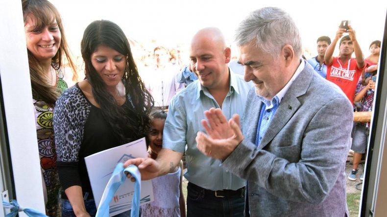 Mario Das Neves en la primera entrega de viviendas de su nueva etapa. Fue en Puerto Madryn