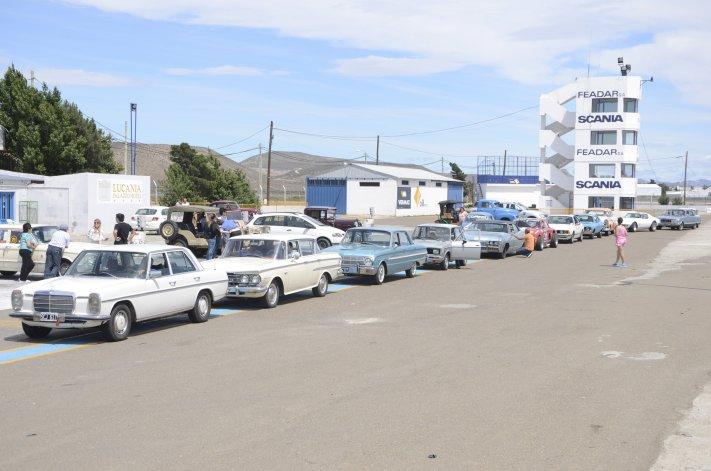Treinta máquinas formaron parte de la última prueba de regularidad en el barrio Industrial.