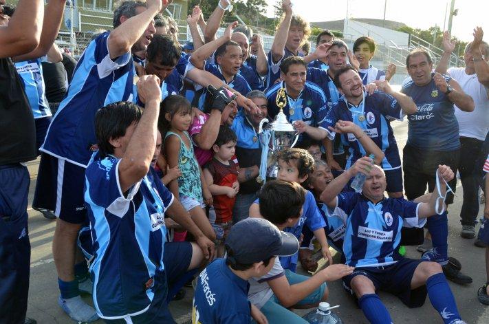 Los muchachos de Luz y Fuerza festejan la consagración en la categoría Super Master.