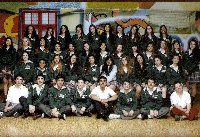 Alan Rodríguez (abajo derecha) terminó el secundario hace tres años y aún no tiene el título.