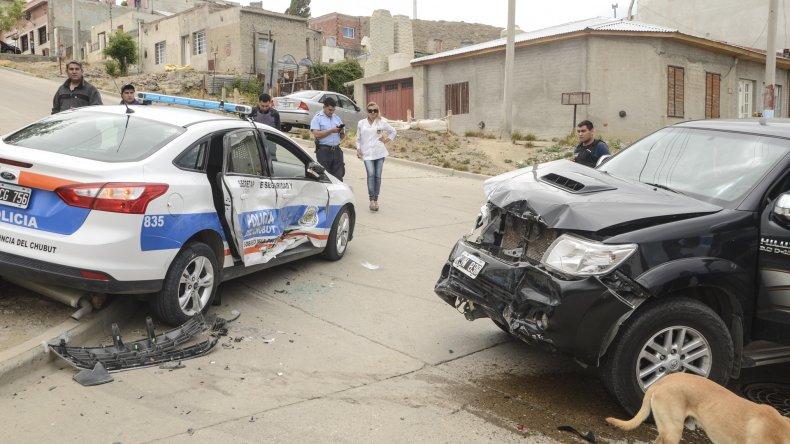 El patrullero terminó arriba de la vereda de Misiones y Viamonte. Las causas del accidente son materia de investigación.