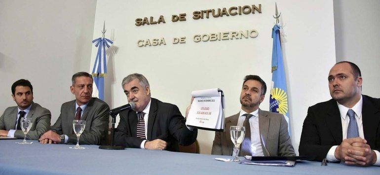La conferencia de prensa en la que Mario Das Neves detalló la situación del Instituto de Asistencia Social-Lotería del Chubut.