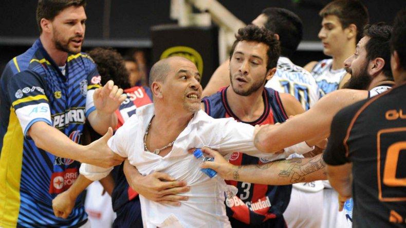 Sergio Hernández recibió cuatro partidos de castigo y además una multa económica de 18 mil pesos.