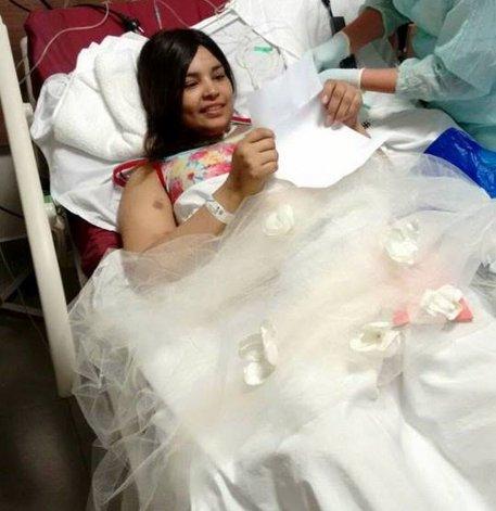 El casamiento se postergó pero Cesia ya tiene su vestido, anillos y su velo de novia