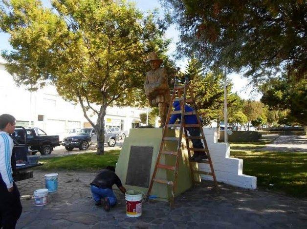 El monumento que rinde homenaje al trabajo de los bomberos fue reinstaurado por completo.
