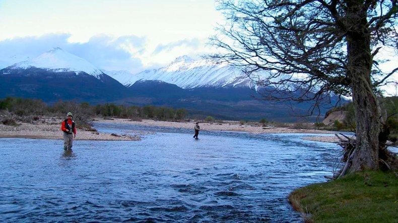 Río Pico es un antiguo pueblo de la Patagonia que se ubica entre montañas y espejos de agua.