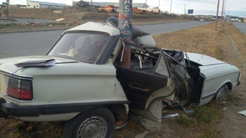 El impacto del Ford Falcon contra la columna metálica fue de gran magnitud