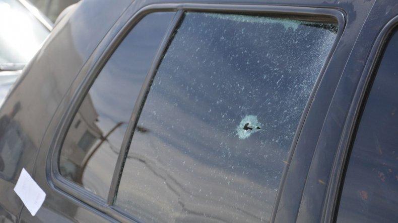 La bala ingresó por el lateral posterior e hirió gravemente al joven.