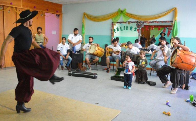 Los malambistas realizan exigentes entrenamientos en la Unión Vecinal del barrio 8 de Julio.