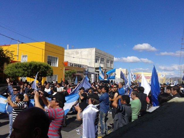Llegan petroleros de Santa Cruz para la movilización