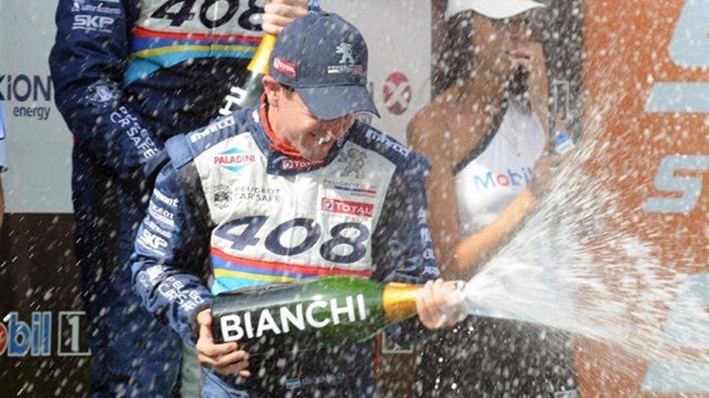 Néstor Bebu Girolami volvió a coronarse campeón en el Super TC2000.