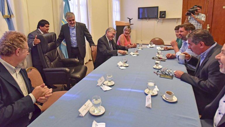 El gobernador Mario Das Neves encabezó ayer en Rawson una reunión con diputados y senadores nacionales de todos los bloques.