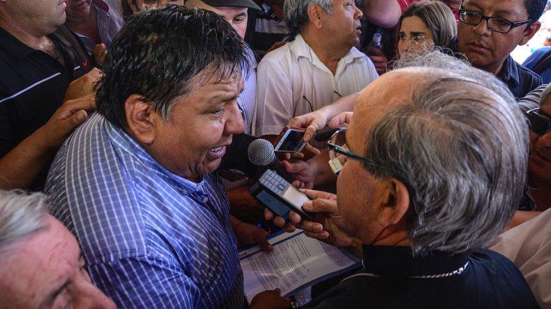 El Obispo se comprometió contribuir a establecer caminos de diálogo para poder sostener la actividad.Mauricio Macretti / El Patagónico.