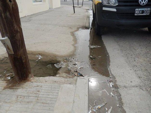 Importante pérdida de agua en La Loma