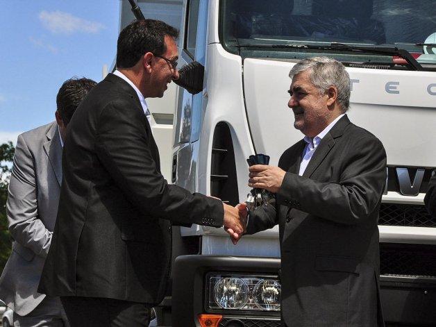 Das Neves ayer en Rawson. El gobernador también mantuvo una reunión con dirigentes de la oposición.