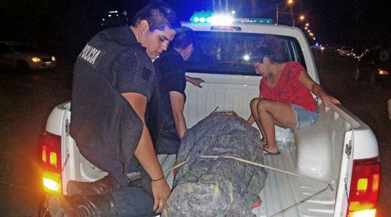 Ante la falta de ambulancia, trasladan una herida en un patrullero