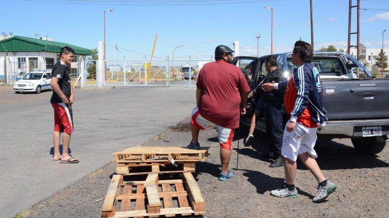 Estibadores evaluaban levantar el  piquete del puerto Caleta Paula