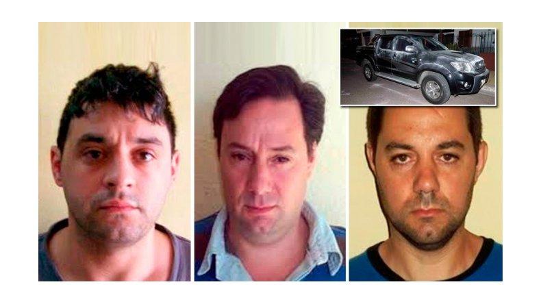Los prófugos del triple crimen balearon a dos policías