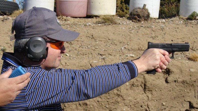 Enrique Pritchard es uno de los animadores de los certámenes de tiro.