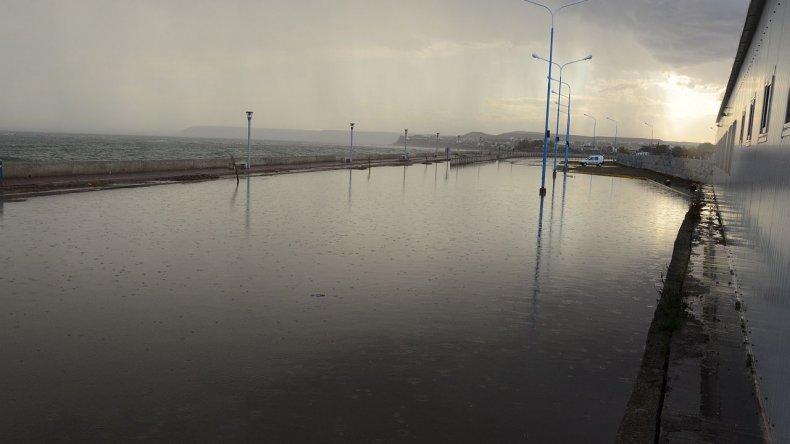 Las calles más cercanas a la costa fueron las que se inundaron de inmediato pasadas las 18 horas