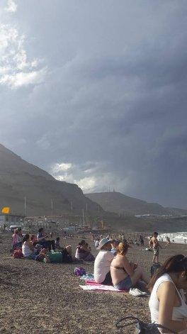 Aunque se vivió una jornada nublada las altas temperaturas no impidieron que los vecinos asistan a las playas antes de la tormenta
