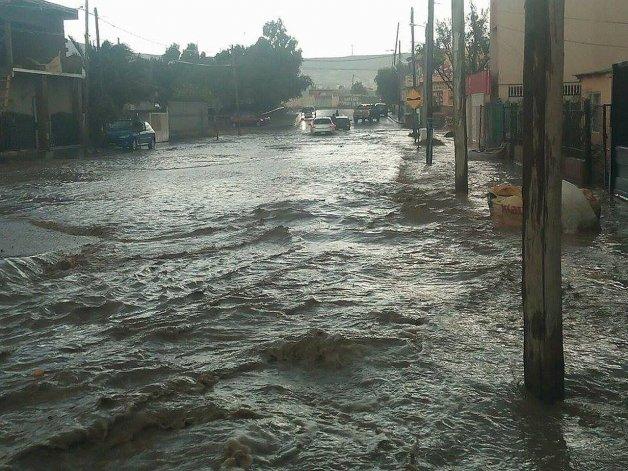 Gran inundación en avenido Juan Domingo Perón