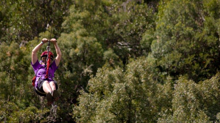La experiencia de tirarse en canopy o tirolesa es ideal para toda la familia y en Villa La Angostura son dos los puntos en los que se puede practicar.