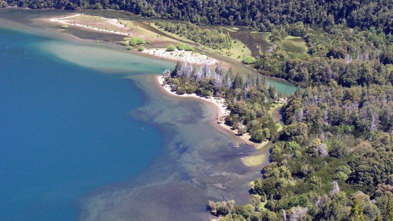 El recorrido hasta el lago Verde pasa por un bosque milenario