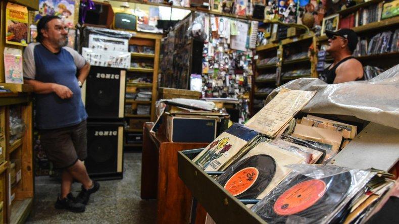 Uno de los lugares de Comodoro Rivadavia donde se pueden encontrar discos de diferentes épocas.