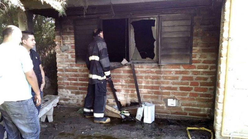 Dos hombres murieron al incendiarse una casa y aún no pudieron identificarlos