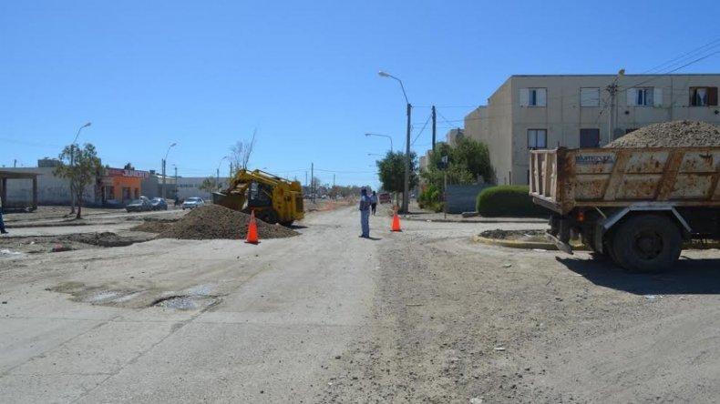 Trabajan en la avenida Chile, una de las más afectadas por el temporal