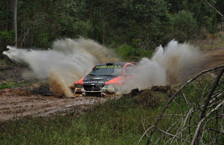 El Mitsubishi de chubutense Omar Kovacevich en una de las pruebas del Argentino de Rally.