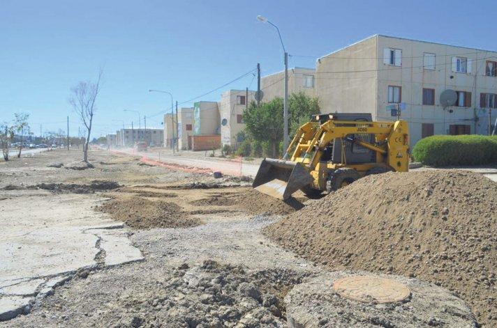 Las tareas para la recuperación de la trama vial en la avenida Chile.