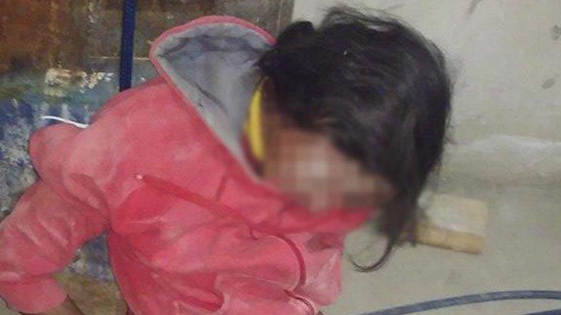 El sospechoso capturado por los familiares de los dueños de casa fue entregado a la policía.