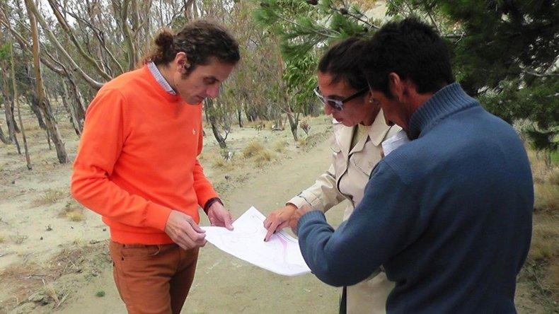 Luis Romero -izquierda- explicó los planes para Comodoro Rivadavia en materia de obras públicas.