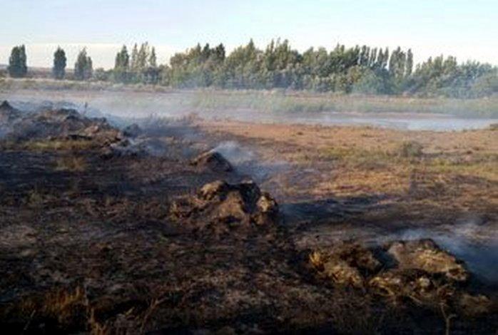 Un comisario ayudó a sofocar un incendio y sufrió graves quemaduras