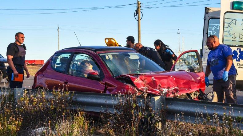 El accidente se produjo cuando uno de los vehículos cruzaba la ruta y pretendía ingresar a la rotonda que se encuentra al final de Kilómetro 5.