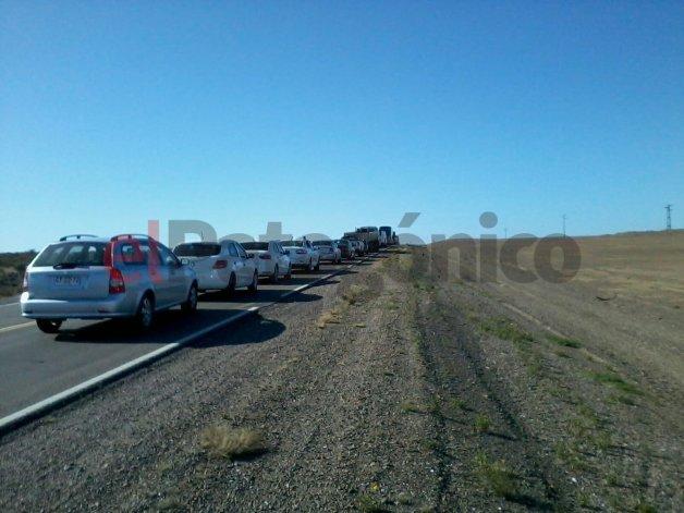 Santa Cruz sitiada por cuatro piquetes: el puerto de Caleta Paula y las rutas bloqueadas