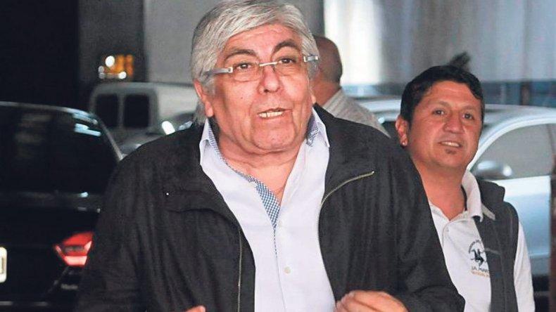 Moyano cruzó al oficialismo por sus amenazas con respecto a las paritarias.