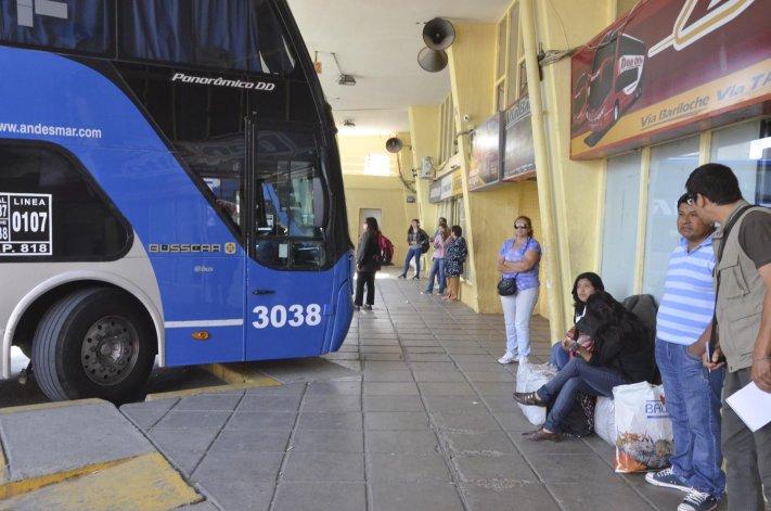 Varados largas horas en  la terminal de Comodoro