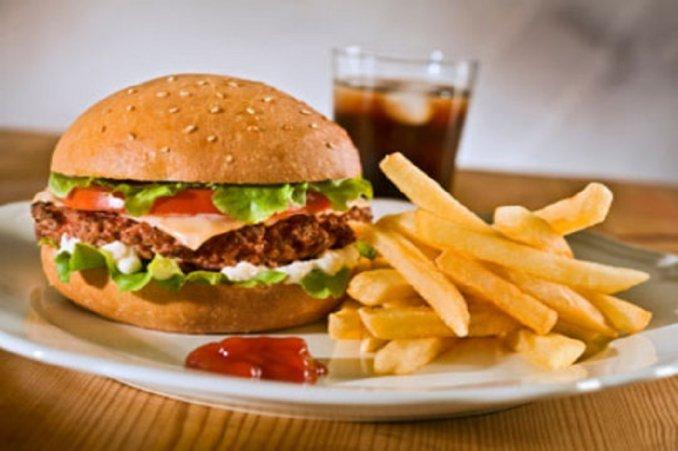¿Cuánto hay que correr para quemar las calorías de una hamburguesa?
