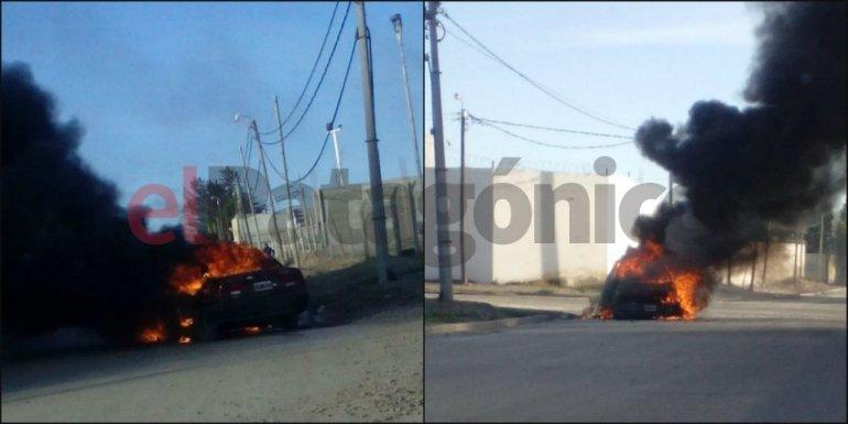 Un auto ardió en llamas y el dueño no apareció